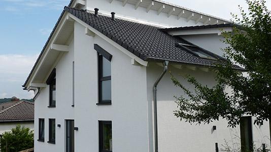 Schüco Aluminium-Kunststofffenster in BD 703 Feinstruktur